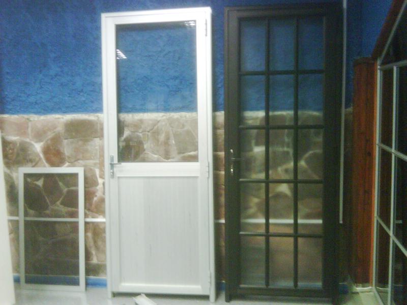 Puerta de aluminio con vidrio puerta de aluminio con - Puertas en aluminio y vidrio ...