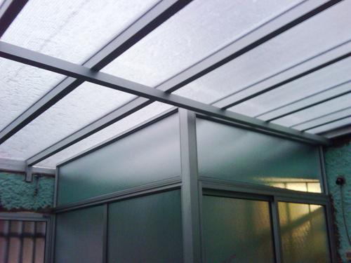 E r aberturas en aluminio for Techos de policarbonato para balcones